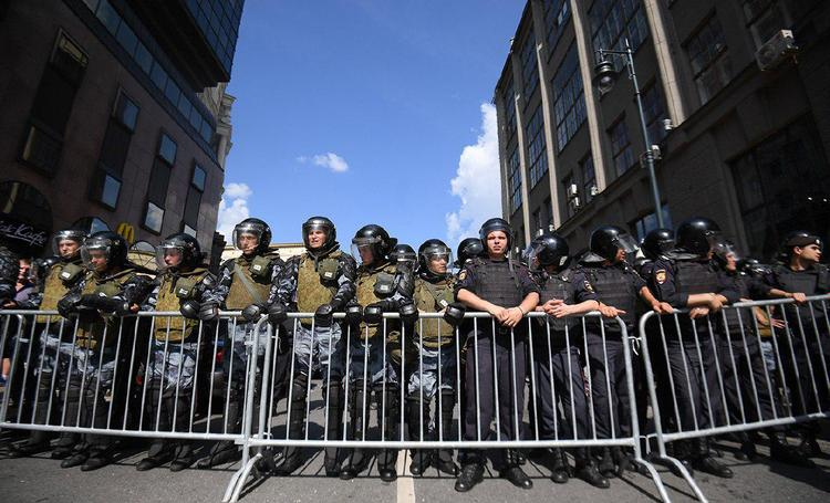 На Бульварном кольце началась несанкционированная акция в поддержку несистемных кандидатов в Мосгордуму