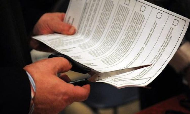 В Крыму у оппозиционного кандидата  при проверке избирком признал фальшивой подпись собственной матери