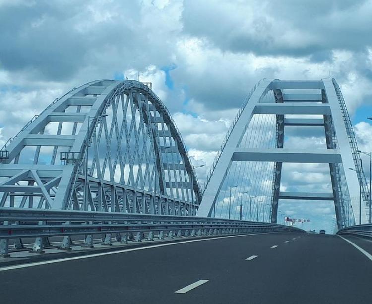 На железнодорожной части Крымского моста протестировали освещение