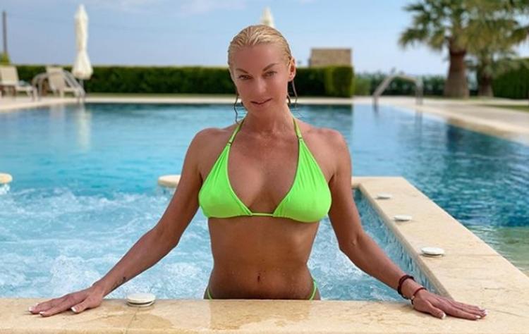 Анастасия Волочкова получила травму на отдыхе в Греции