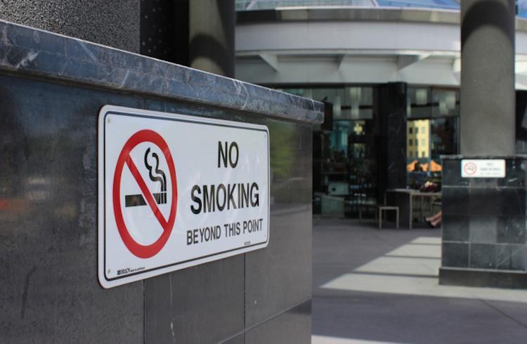 Латвия: Минздрав против курильщиков