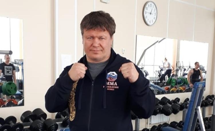 Житель Подмосковья остался без телефона из-за фото с кумиром