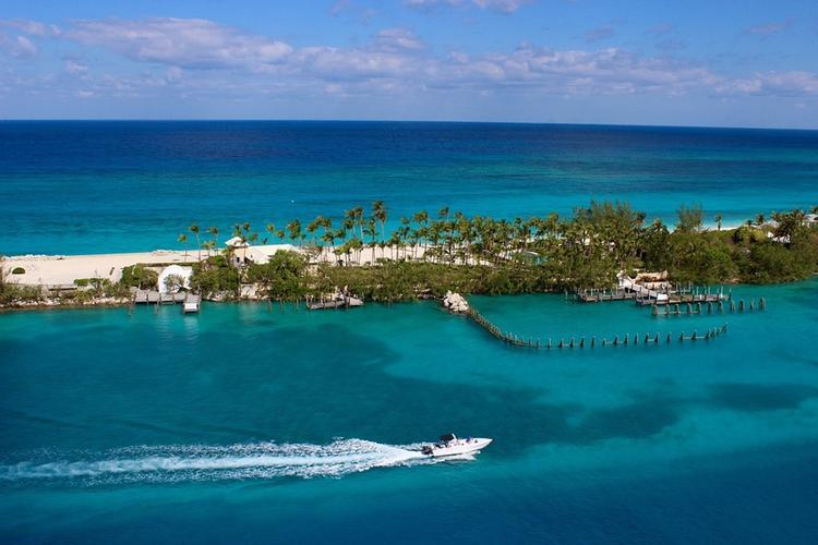 """Ураган """"Дориан"""" сегодня может обрушиться на Багамы"""