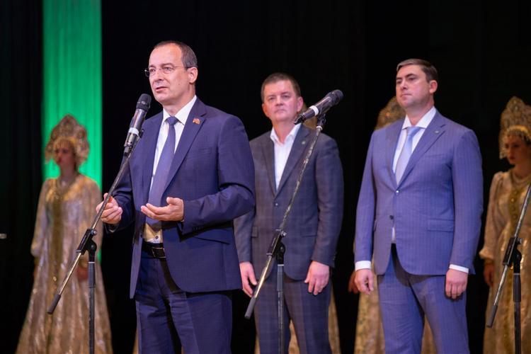 Юрий Бурлачко поздравил студентов и преподавателей с Днем знаний
