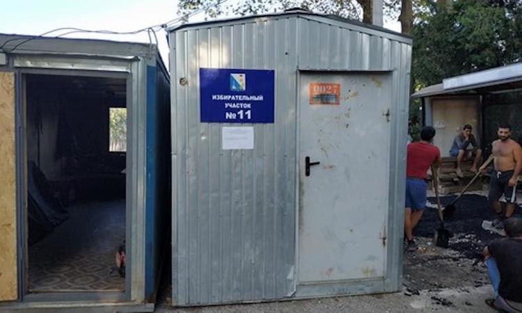 В Севастополе гражданам предлагают голосовать в транспортном контейнере-бытовке
