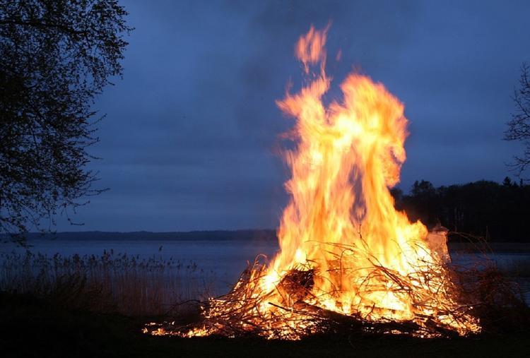В Астраханской области жители пожаловались на запах гари от пожаров