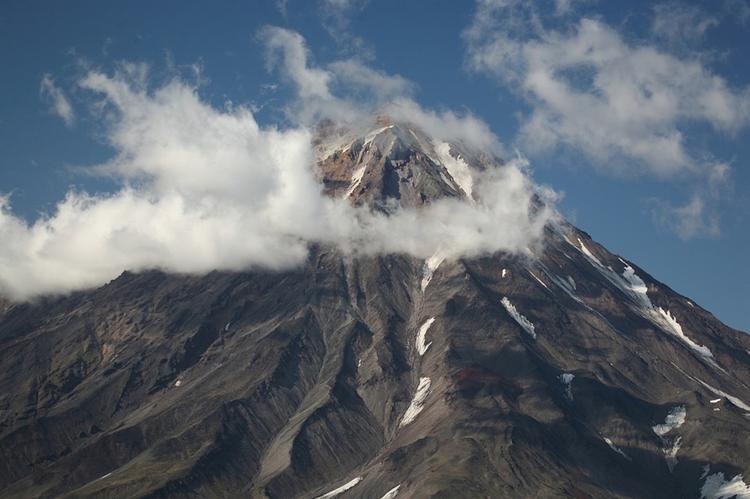 На Камчатке вулкан Шивелуч  выбросил столб пепла на 5,5 километра