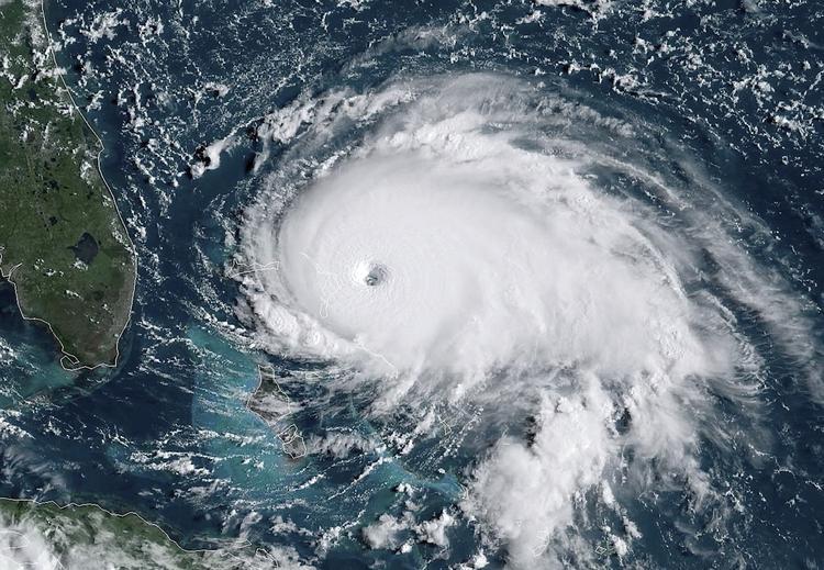 """Ураган """"Дориан"""" ослабел до третьей категории из пяти"""