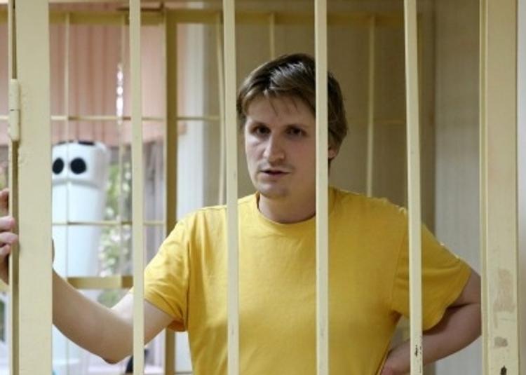 Суд приговорил блогера, который призывал нападать на детей силовиков, к пяти годам колонии