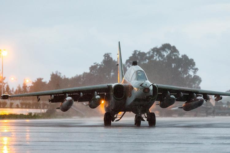 Военный эксперт объяснил, почему не катапультировались пилоты разбившегося Су-25
