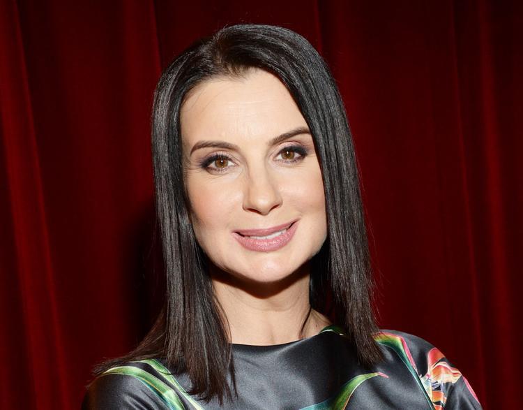 Нежный снимок Екатерины Стриженовой в идеально сидящем платье покорил поклонников