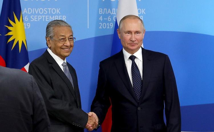"""Путин сравнил свой возраст с 94-летним премьер-министром Малайзии: """"Я пока не дотягиваю"""""""