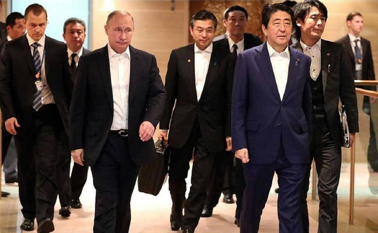 Абэ предложил Путину мирный договор