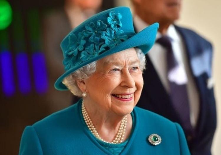 Елизавете II нужно только два слова, чтобы запомнить человека