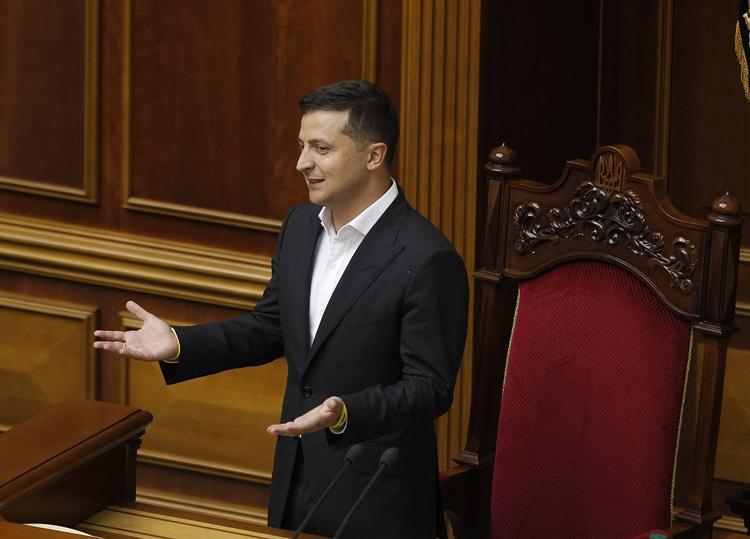 Журналист раскрыл причину нежелания Зеленского заканчивать конфликт в Донбассе