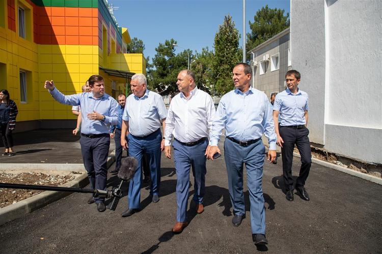Юрий Бурлачко и Иван Демченко провели выездной прием граждан в Анапе