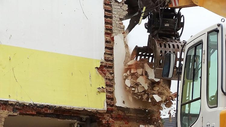 На месте обрушения здания бывшего детского лагеря в Подмосковье найдено тело погибшего