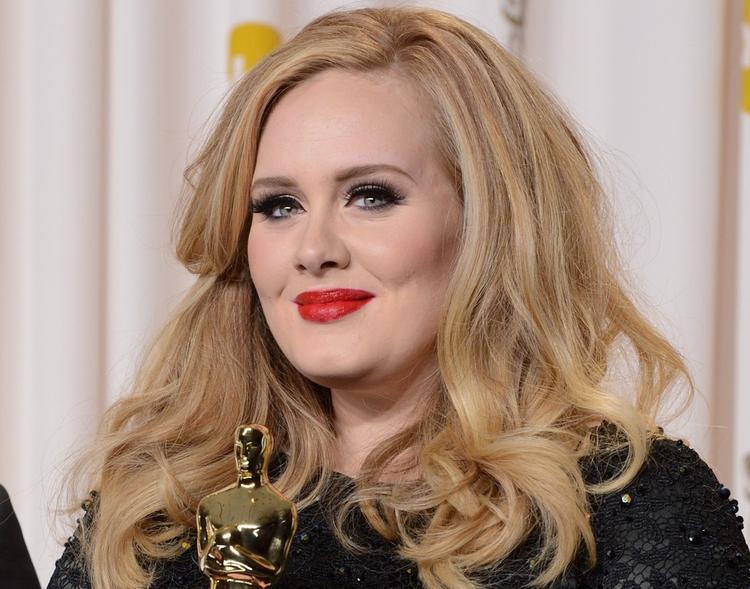 Певица Адель официально подала на развод после трех лет брака