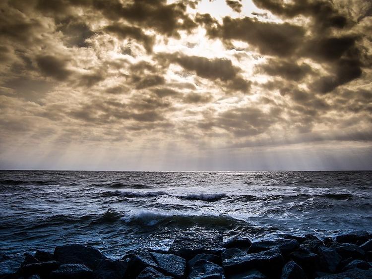 Пропавший в Азовском море катер нашли