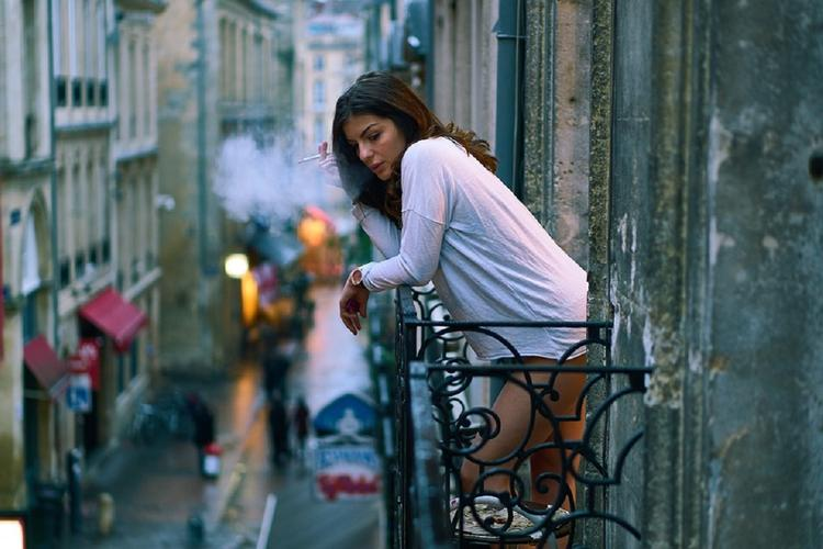 В МЧС подтвердили запрет курения на лоджиях и балконах