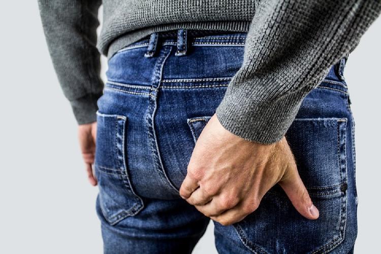Смартфоны не виноваты в геморрое: врач-проктолог поспорила с британскими учеными