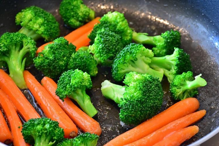 Ученые сравнили продолжительность жизни вегетарианцев и мясоедов