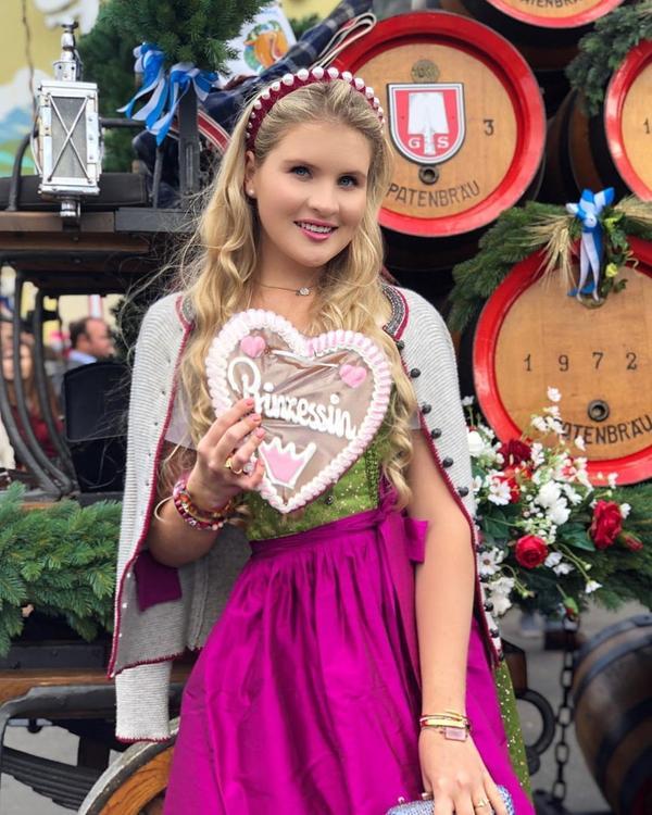Дочь певца Александра Малинина опубликовала фото с популярного фестиваля в Мюнхене