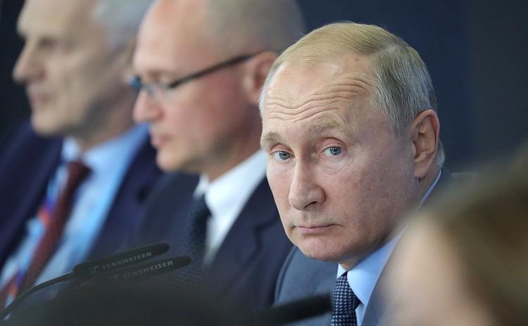 """""""Что важнее: семья, дети или карьера?"""" -  Путин призвал женщин рожать и работать"""