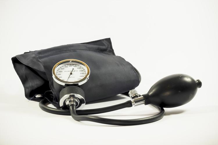 Немецкий врач назвал способы снижения давления без применения лекарств