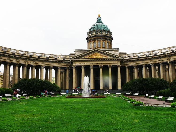 В Петербурге полиция ищет двух мужчин, надругавшихся над  21-летней американской  студенткой