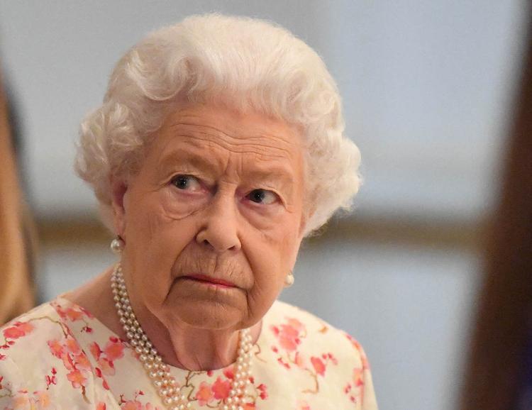 СМИ: королева Елизавета II влепила своему племяннику пощечину