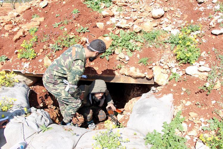 СМИ: Турция стянула к границе Сирии военных и технику