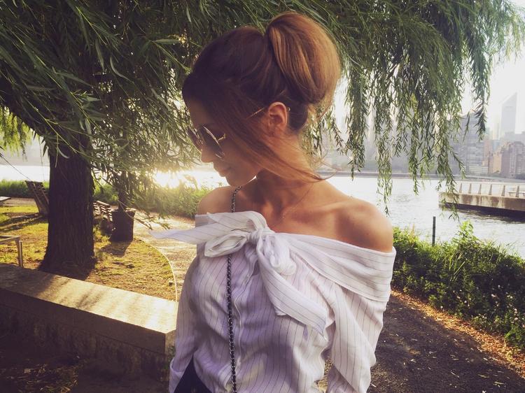 Дочь Анастасии Заворотнюк Анна опубликовала фото в красном платье и взволновала поклонников актрисы