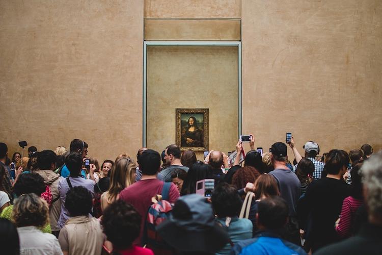 """Картину """"Мона Лиза"""" вернули на ее историческое место в Лувре"""