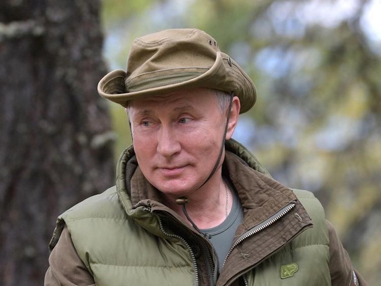 В день рождения Владимира Путина в небе над Голливудом появилась необычная надпись