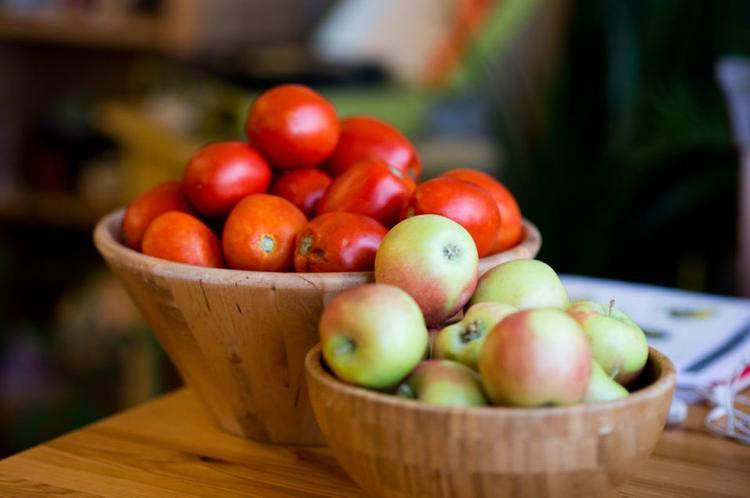 Яблоки растут ночью, а помидоры – утром