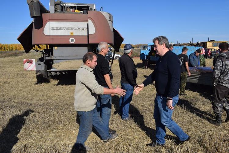 Уральские аграрии рассказали депутату Госдумы о ходе уборочной кампании