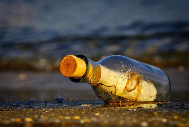 На пляже в Бразилии обнаружили бутылку с посланием от советских моряков