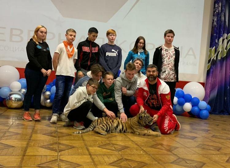 Воспитатель тигров Михаил Зарецкий: «Для многих шок, что тигра можно погладить, пообщаться с ним»