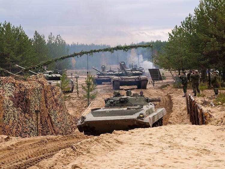 Замминистра обороны РФ Булгаков высоко оценил прошедшие учения МТО «Эшелон-2019» в Мулино