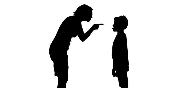 Родителей курящих детей хотят наказывать штрафами и арестом