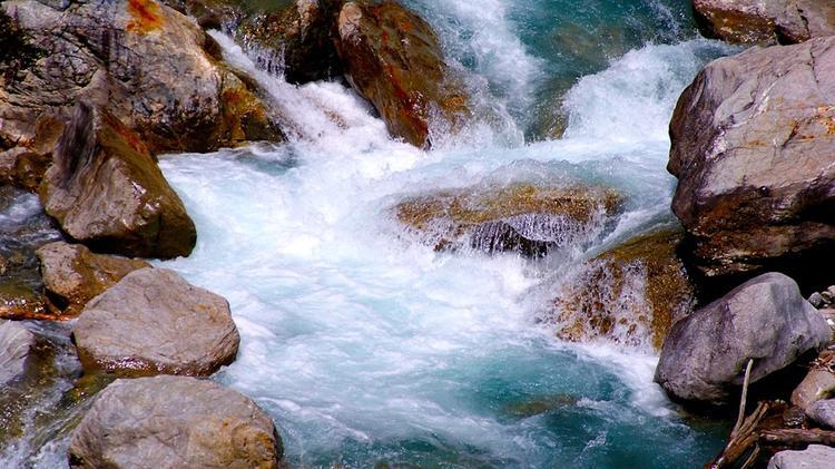Россиянина в Абхазии унес мощный поток на реке Кодор