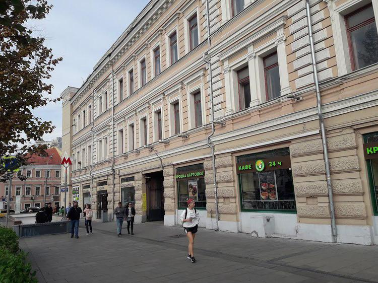 Что нельзя медикам, то можно казакам. Даже арендовать здание в центре Москвы за цену в 20 раз меньше рыночной