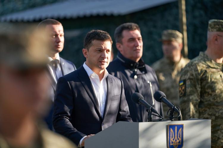 Зеленский в ходе поездки в Донецкую область назвал ситуацию с Крымом и Донбассом шоковой терапией
