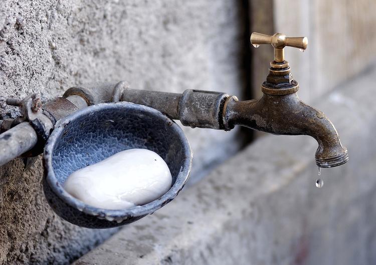 В Рязани вместо воды из крана полилась горючая жидкость