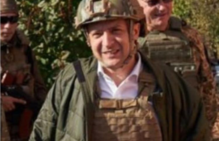 В Сети посмеялись над нелепой экипировкой Зеленского в Донбассе