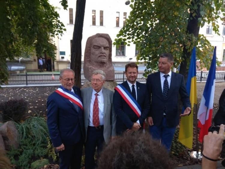 В Киеве открыли памятник Владимиру Ильичу Бальзаку