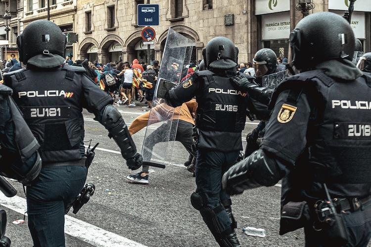 Беспорядки начались в Барселоне
