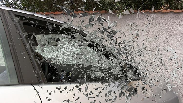 Видео: в Москве автомобиль каршеринга перевернулся на высокой скорости