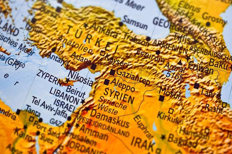 Американские военные разрушили в Сирии свою базу с полосой для транспортников